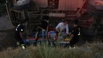 Manisa'da Üzüm İşçilerini Taşıyan Minibüs İle Tır Çarpıştı Açıklaması 26 Yaralı