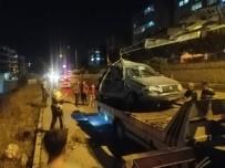 Manisa'da Otomobil Takla Atarak Tarlaya Uçtu Açıklaması 2 Yaralı