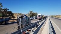 Otomobil Traktöre Çarpıp Yan Döndü Açıklaması 1 Ölü, 1 Yaralı