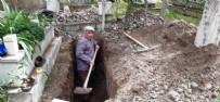 KIZ ÇOCUĞU - Balıkesir'de kendi mezarını kazan vatandaş