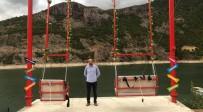 Borçka Baraj Gölü Kıyısındaki Dev Salıncak Adrenalin Tutkunlarının İlgi Odağı Oldu