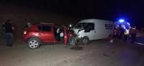 Minibüs İle Otomobil Kafa Kafaya Çarpıştı; 1 Ölü 1 Yaralı