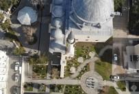 Tokat'ta Yılın İlk Cuma Namazı Tarihi Cami Bahçesinde Kılındı