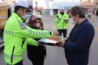 Vali Aydoğdu'dan Polislere Börek İkramı