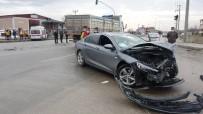 Ambulans İle Otomobilin Çarpışmasında 4 Kişi Yaralandı