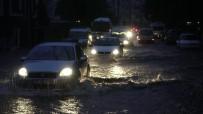 Çanakkale'de Hava Bir Anda Karardı, Sokakları Göle Döndü