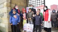 Edirne'deki Çocuklara Kışlık Kıyafet Hediye Edildi