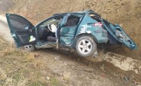 Takla Atan Otomobil Hurdaya Döndü Açıklaması 1 Yaralı