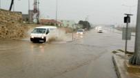 Tekirdağ'da Sağanak Yağış Açıklaması Yollar Göle Döndü, Sürücüler Zor Anlar Yaşadı