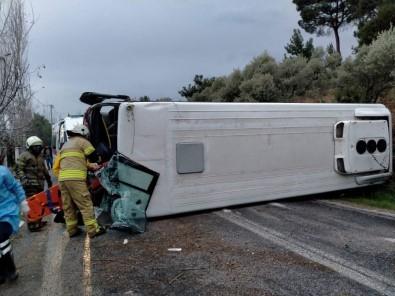 Kemalpaşa Belediyesi'nin Servis Aracı Kaza Yaptı Açıklaması 4 Yaralı