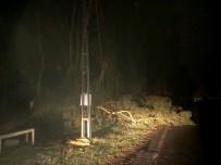 Dörtyol'da Fırtına Ve Yağış Çatıları Uçurdu Ağaç Dallarını Kopardı