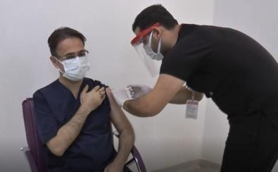 Gaziantep'te İlk Korona Aşısı İl Sağlık Müdürüne Yapıldı
