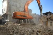 Haliliye'de Metruk Yapıyı Yıkılıyor