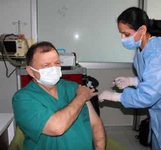 İlk Aşı Sağlık Müdürü İskender Gencer'e