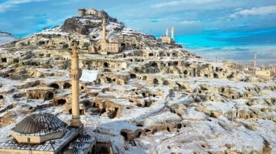 Kar Altındaki Kayaşehir, Eşsiz Manzarasıyla Hayran Bıraktı