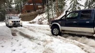 Karda Mahsur Kalan Araçları AFAD Kurtardı