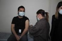 Kula Devlet Hastanesi'nde İlk Aşılama Başladı