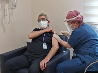 Sağlık Çalışanlarına Korona Virüs Aşıları Yapılmaya Başlandı