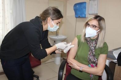 Salihli'de İlk Aşı Başhekim Yardımcısına Yapıldı