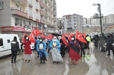 Şırnak Anneleri, Sağanak Yağışa Rağmen HDP'den Çocuklarını İstedi