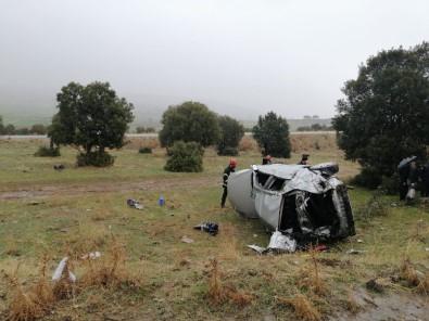 Takla Atan Otomobil Tarlaya Uçtu Açıklaması 2 Yaralı
