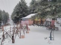 Amanoslar'da Kar Yayla Evlerini Beyaz Örtü İle Kapladı
