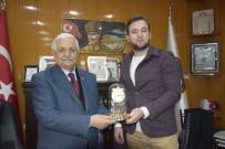 Burdur'da Bulduğu Cüzdanı Sahibine Ulaştıran Taksi Şoförü Ödüllendirildi