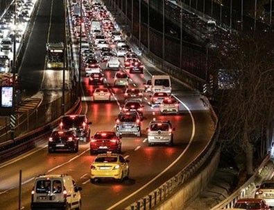 Kısıtlama öncesi İstanbul'da trafik kilit!