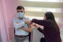Selendi'de Sağlık Çalışanlarına Aşı Yapıldı