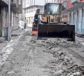 Ağrı Belediyesi Kar Temizleme Çalışması Gerçekleştirdi
