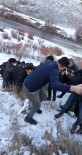 Ağrı'da Şarampole Yuvarlanan Araçta Bulunan İki Kişi Yaralandı