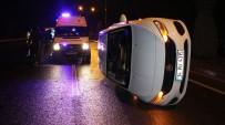 Otomobil Refüje Çarpıp Devrildi Açıklaması 4 Yaralı