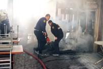 Tarihi Arastadaki Köfteci İşyerinde Yangın