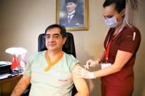 Elazığ'da Sağlık Çalışanları Aşı Olmaya Devam Ediyor