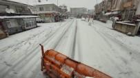 Erenler'de Ekipler Karla Mücadele Çalışmalarını Aralıksız Sürdürüyor