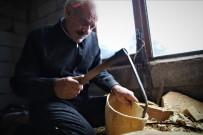 69 Yaşında, Saz Teknesi Yapıp Fransa'ya Bile Satıyor