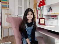 8 Yaşındaki Erva'nın Sağlık Çalışanı Olan Annesine Yazdığı Mektup Birincilik Getirdi