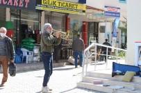 Brezilyalı Orkestra Şefinden Antalya Sokaklarında Trompet Resitali