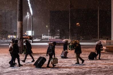 İstanbul'da günlerdir yapılan kar yağışı uyarılarına rağmen tedbir alınmayınca megakent felç oldu!
