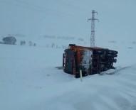 Kar Küreme Aracı Devrildi