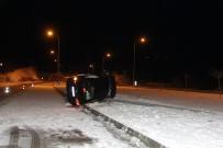 Sinop'ta Aydınlatma Direğine Çarpan Otomobil Yan Yattı Açıklaması 3 Yaralı