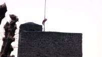 Sinop'ta Yırtılan Bayraklara Belediyeden Jet Müdahale