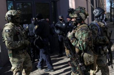 ABD'de silahlı gruplar, Lobi Günü için sokaklara indi!