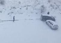 Elazığ'da Karlı Yolda Otomobil Böyle Kaydı