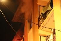 İzmir'de Yangın Paniği Açıklaması 1'İ Bebek 4 Kişi Dumandan Etkilendi