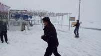 Kar En Çok Köylüleri Sevindirdi