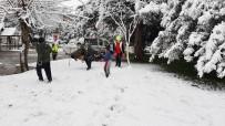 Karda Çocuklar Gibi Eğlendiler