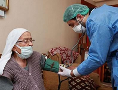 Onlar yaşlılarını uzun kuyruklarda rezil ederken, Türkiye yaşlıları evlerinin konforunda aşılıyor!