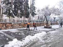 Silvan'da Kar Yağışı Hayatı Olumsuz Etkiledi Açıklaması 25 Köy Yolu Ulaşıma Kapandı