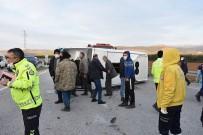 Yolcu Minibüsü İle Otomobil Çarpıştı Açıklaması 7 Yaralı